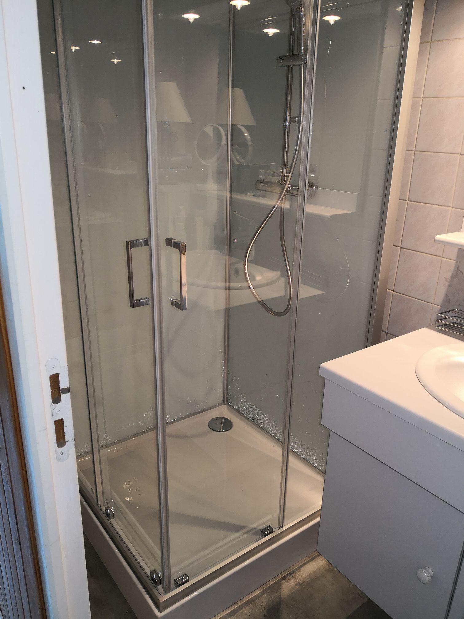Pose d'une cabine de douche leda